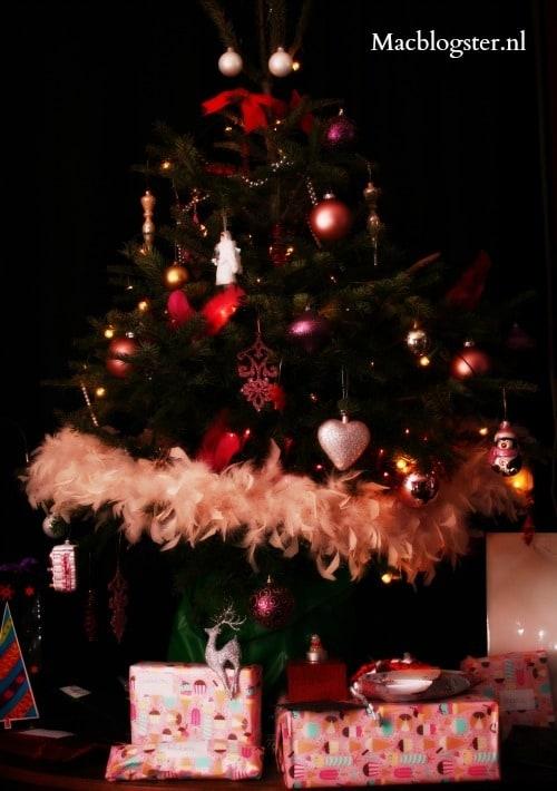 kerstcadeaus onder kerstboom