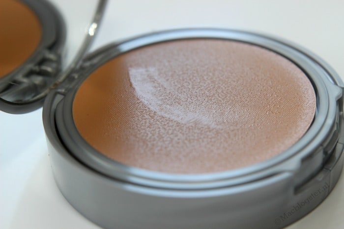 Close-up textuur Etos BB Compact Cream