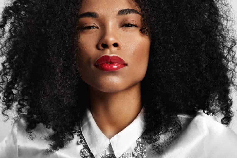 Rode lipstick vinden die bij je huidskleur past: tips & tricks