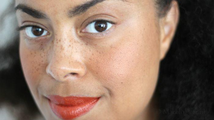 Blush gebruiken: camoufleer je bleke winterse huidskleur